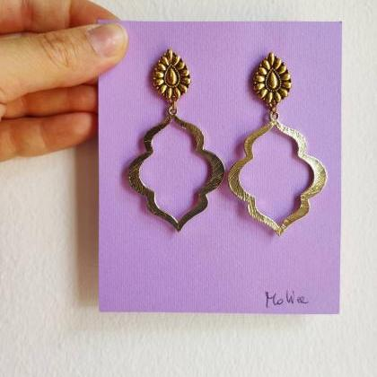 Arab-shaped golden brass earrings w..