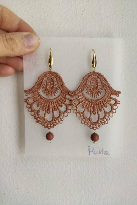 Light brown-dyed lace earrings with tone-on-tone round stone and gold steel monachella