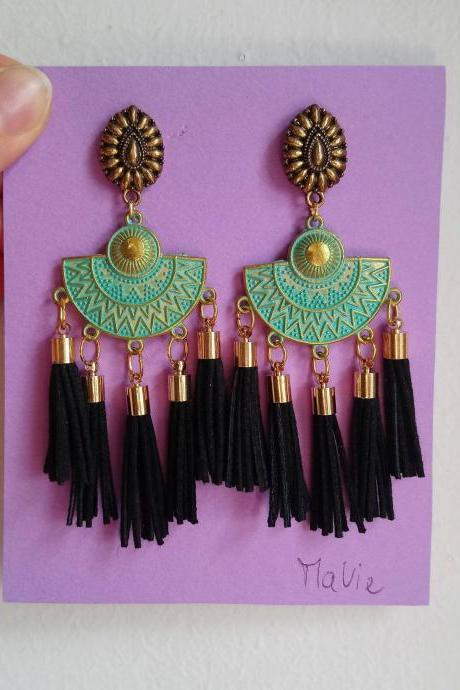 Distinctive ethnic pendant earrings particular green glossy oriental style in golden brass with black tassels in 3 cm leather and lobe closure