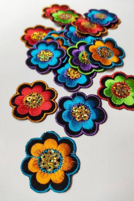 1Lotto of 20 Eastern-style flower thermoadesive patches measures 4 x 4 cm in fabric for clothes and backpacks.